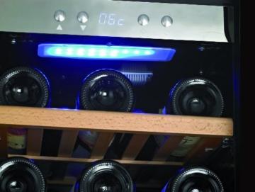 CASO WineMaster 66 Design Weinkühlschrank für bis zu 66 Flaschen (bis zu 310 mm Höhe), zwei Temperaturzonen 5-22°C, Energieklasse A -
